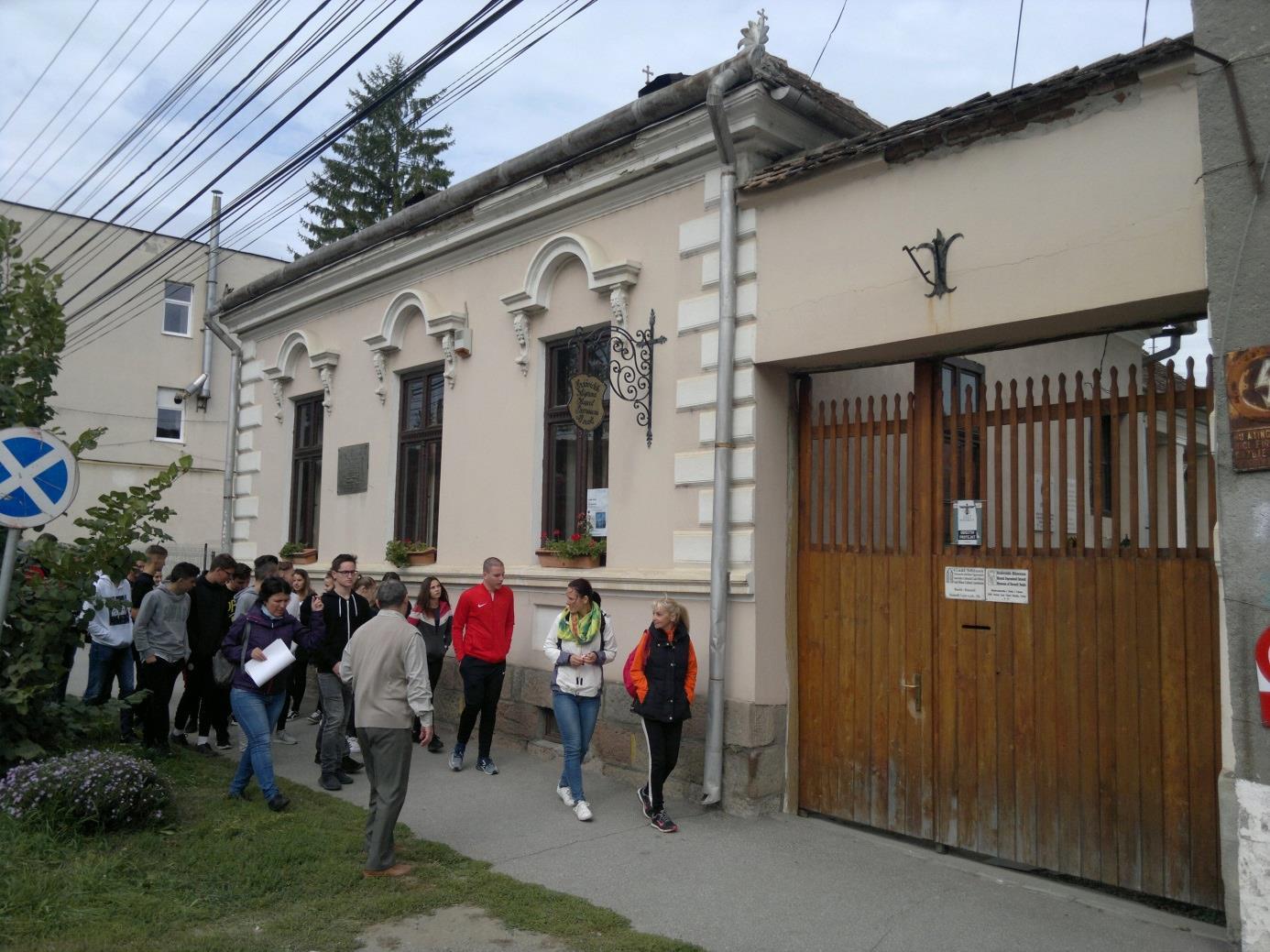 4. A nyíregyháziak a Baróti Szabó Dávid egykori szülőháza helyén álló Erdővidék Múzeumnál