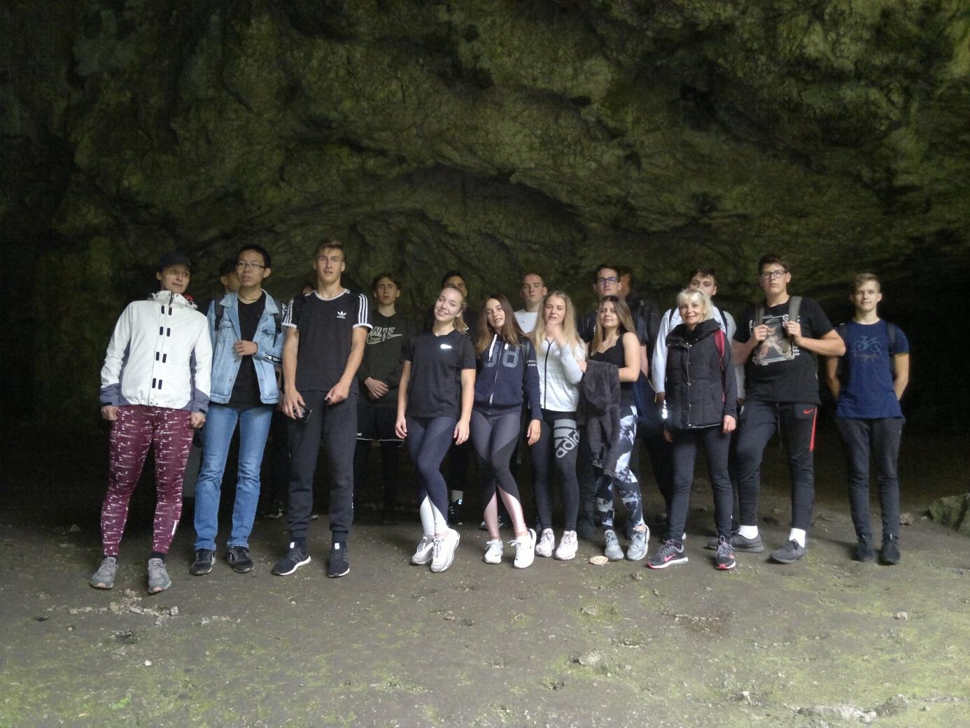 20. Csoportkép az Almási - barlangban
