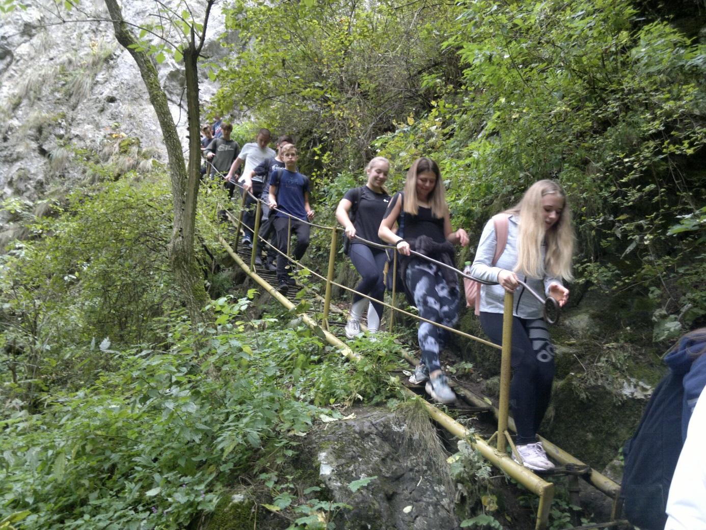 21. Úton vissza-, illetve lefelé az Almási - barlangból