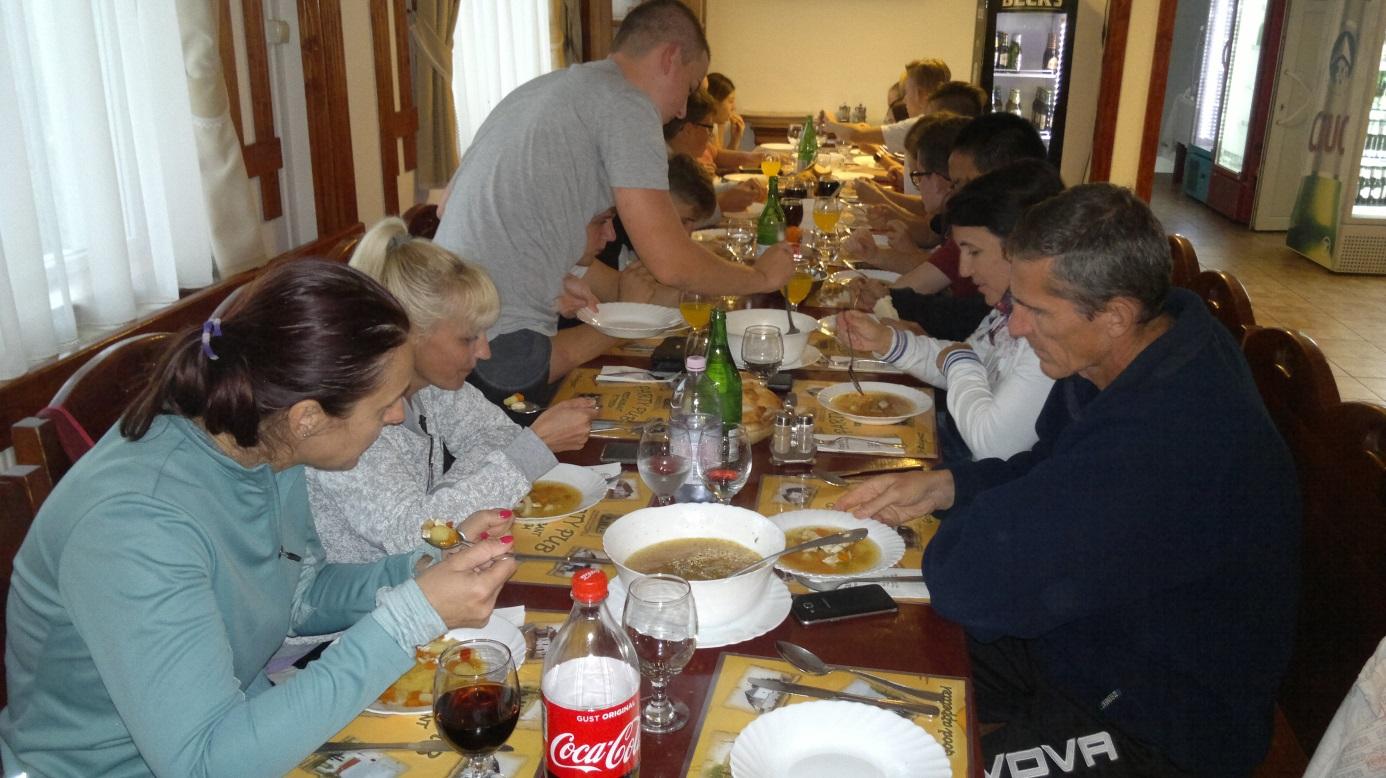 36. A több mint 50 km - es Alsórákosig és vissza Barótig megtett túra után jólesik a finom ebéd