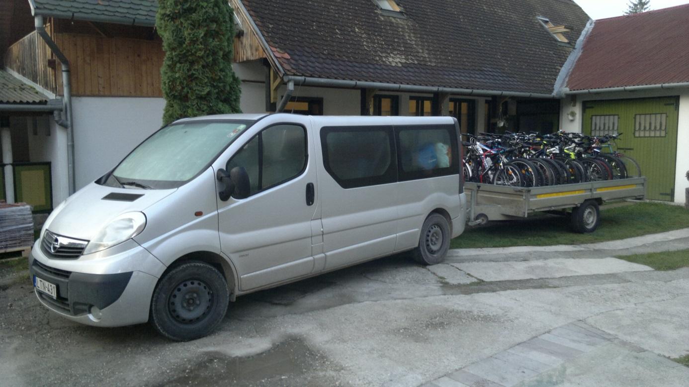 37. Az autók és a kerékpárokkal teli tréler készen az indulásra, haza Nyíregyházára