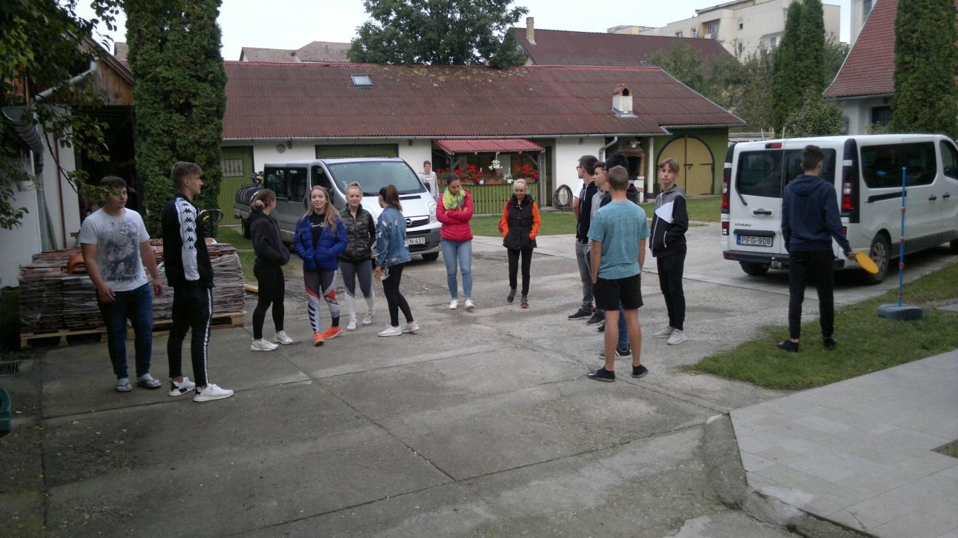 38. És a csoport is indulásra készen (1)