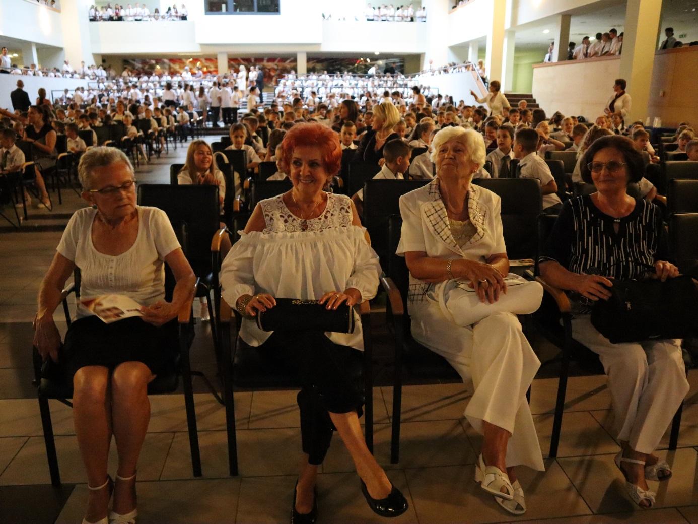 A diákok mellett az iskola nyugdíjas pedagógusai is a meghívottak között voltak