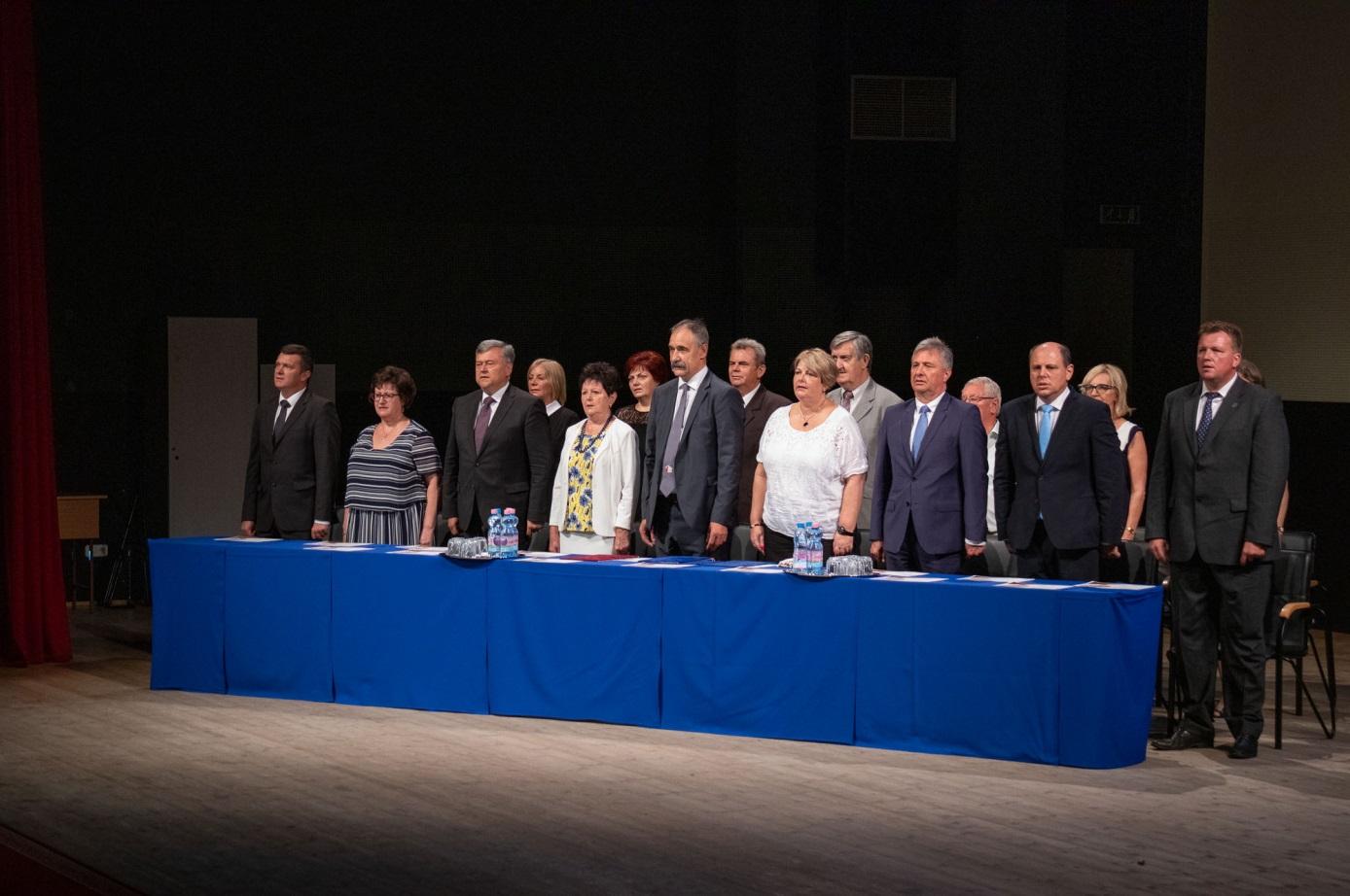 A jubileumi tanévnyitó ünnepség díszelnöksége (2)