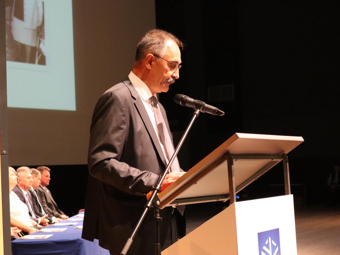 Dr. Komáromi István gyakorlóiskolai igazgató ünnepi beszéde