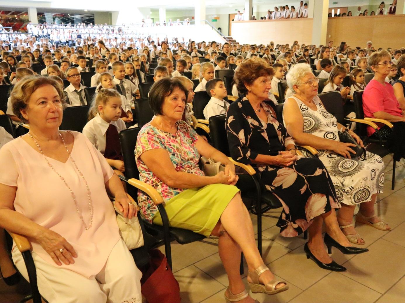 Pillanatképek az ünneplő közönség soraiból (5)