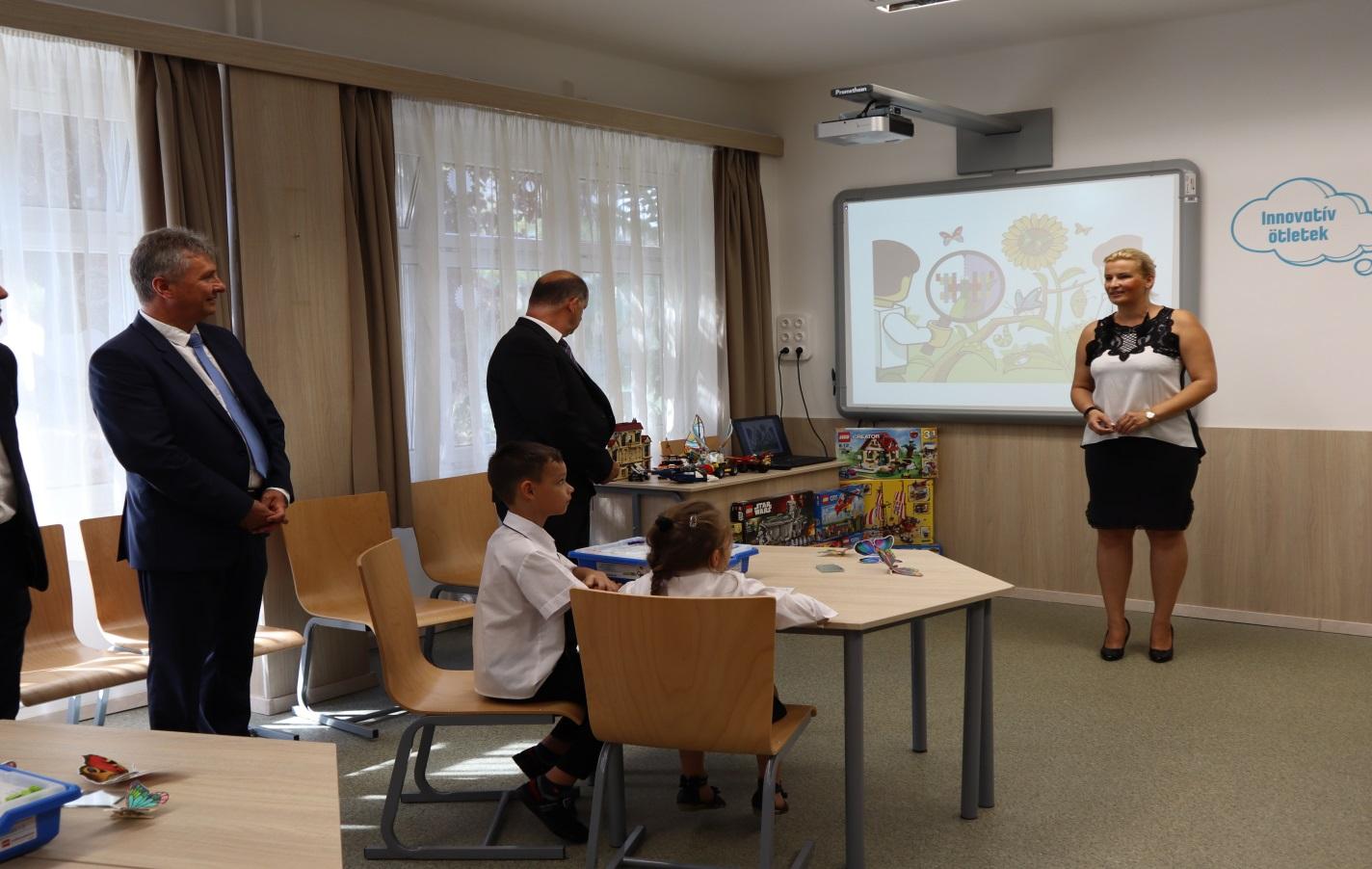 Dr. Juhászné Molnár Tünde bemutató foglalkozást tart