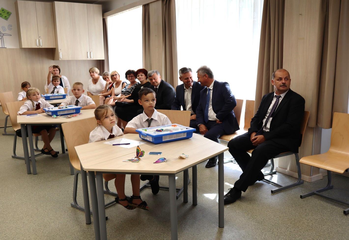 A 2/C osztály tanulói és a vendégek a bemutató foglalkozáson (1)
