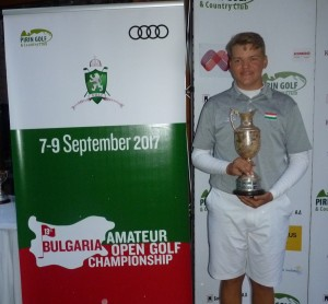 Felnőtt Open kupa került a fiatal golfozó gyűjteményébe