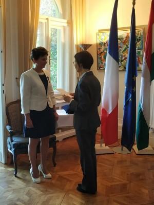 Rangos francia állami kitüntetés az Eötvös Gyakorlóiskola franciatanárának