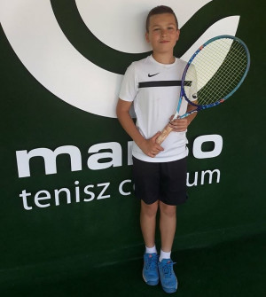 A gyakorlóiskola tehetséges teniszezője, Juhász Bence